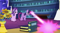 Twilight Sparkle zapping an apple S6E21