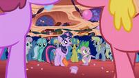 640px-Ponies shout Surprise S1E01