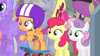 CMC waiting for the ceremony to start S4E24