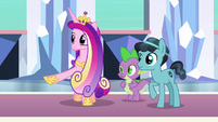 Cadance letting Crystal Hoof meet Flurry Heart S6E16