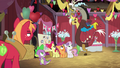 Discord appears behind Spike and the CMC S8E10.png