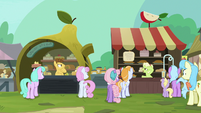 Granny and Grand Pear argue in the marketplace S7E13
