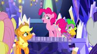 Pinkie's upper eyelashes missing S9E14