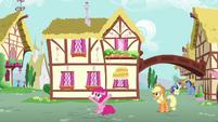Pinkie Pie --it's me, Pinkie Pie!-- S6E11