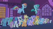 Ponies cheering for Twilight S1E06