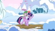 S01E11 Twilight i Spike idą przez Ponyville