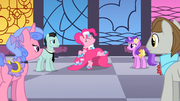 S01E26 Kucyki patrzą na tańczącą Pinkie