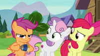 Scootaloo angrily closes the telescope again S7E21