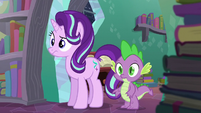 Starlight and Spike watching S6E2