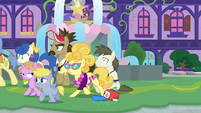 Tourist ponies quickly follow Spike S8E11