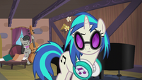 DJ Pon-3 listening to Octavia Melody S5E9