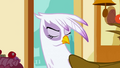 Gilda leaves S1E5.png