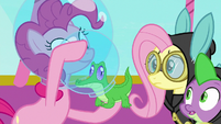Pinkie puts space helmet on Gummy S9E4