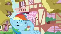 Rainbow rubbing her head in pain S8E20