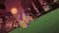 Scootaloo looks behind S3E06