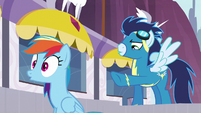 Soarin points at Rainbow S5E15
