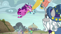 Star Swirl watches the Sirens chase Somnambula S7E26