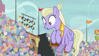Sweet Buzz sees buckball flying at her S9E6