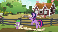Twilight closes the pigpen gate S6E10