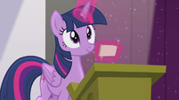 Twilight finds the right index card S5E25