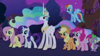 201px-Main 5, Spike, and Celestia S03E13