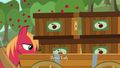 Big Mac stacks different crates on Rich's cart S6E23.png