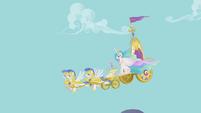 Celestia's chariot descends from Canterlot S1E10