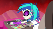 DJ Pon-3 starting the music EG2