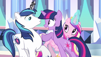 Princess Cadance sees weird S3E1