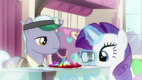 Rarity shopping for gems in flashback S9E19