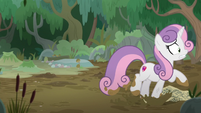 Sweetie Belle racing through the mud S9E22