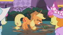 Applejack pulling a weed S02E09