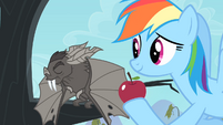 Bat rejects the apple S4E07