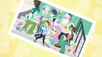 Photo of Rainbow Dash and the knitting club EGDS4