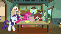 Pinkie fetches flour at super-speed S9E7
