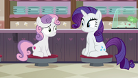 Rarity and Sweetie Belle sitting in the ice cream shop S7E6
