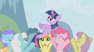 S01E03 Kucyki podrzucają Twilight
