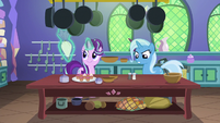 Starlight and Trixie in the castle kitchen S7E2