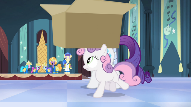 File:Sweetie Belle snatches the box S4E19.png