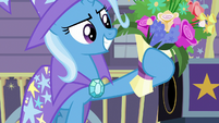 Trixie produces a bouquet of flowers S7E24