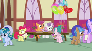 Cutie Mark Crusaders giving out camp flyers S7E21