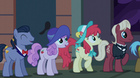 Manehattan ponies waiting for boutique to open S6E9