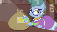 Mrs. Trotsworth forgiving Daring Do S7E18