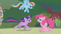 Rainbow calling Pinkie -so random- S1E10