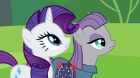 Rarity and Maud Pie looking up S6E3