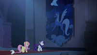 Rarity finds large Luna tapestry S4E03