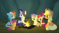 Scootaloo nervous about hearing scary stories S7E16
