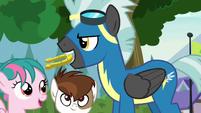 Thunderlane holding horseshoe in his mouth S7E21