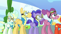 Trainees watch Sky Stinger while Vapor rolls her eyes S6E24