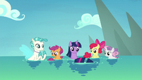 Twilight, Terramar, and CMC turn into seaponies S8E6